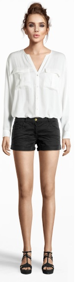 Shoes 29,95 euro - Shorts 9,95 euro - Blouse 19,95 euro
